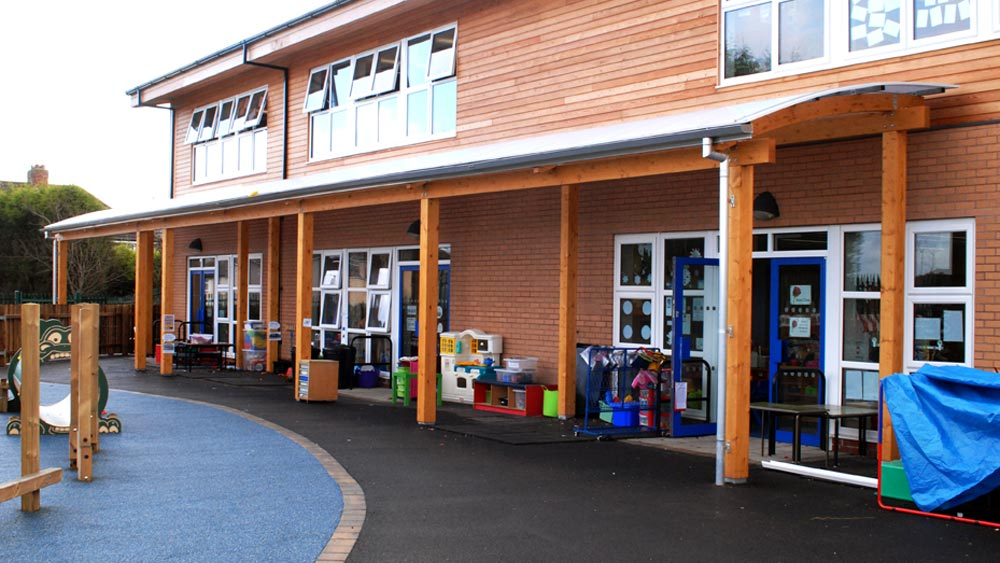 Outdoor teaching and learning space by Fordingbridge