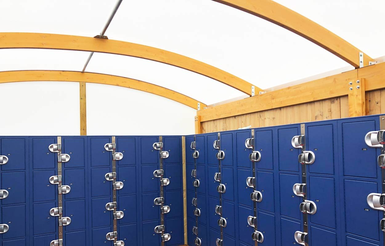paultons-park-locker-canopy-internal