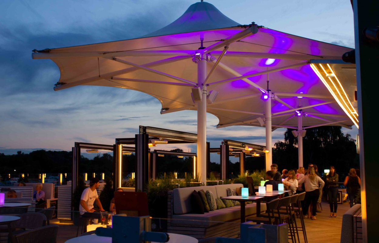 Tattershall-Lakes-Roof-Bar-tensile-canopy-by-Fordingbridge-7