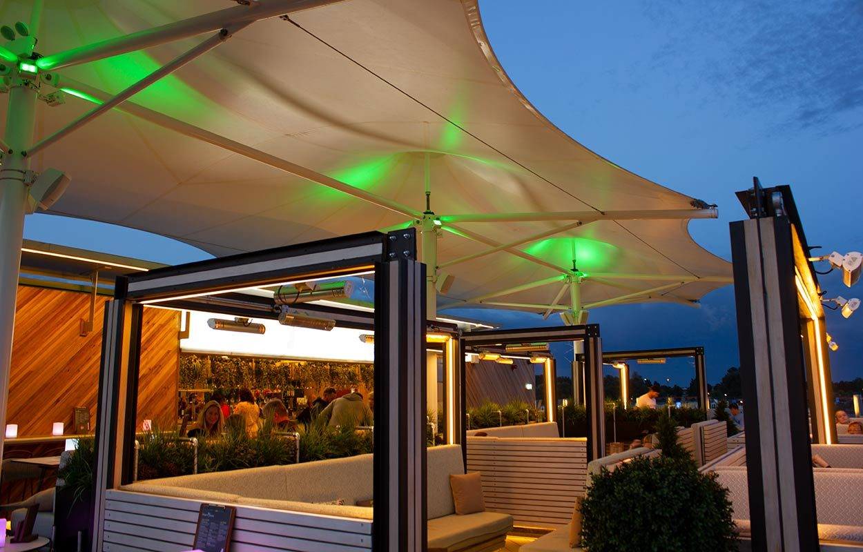Tattershall-Lakes-Roof-Bar-tensile-canopy-by-Fordingbridge-night