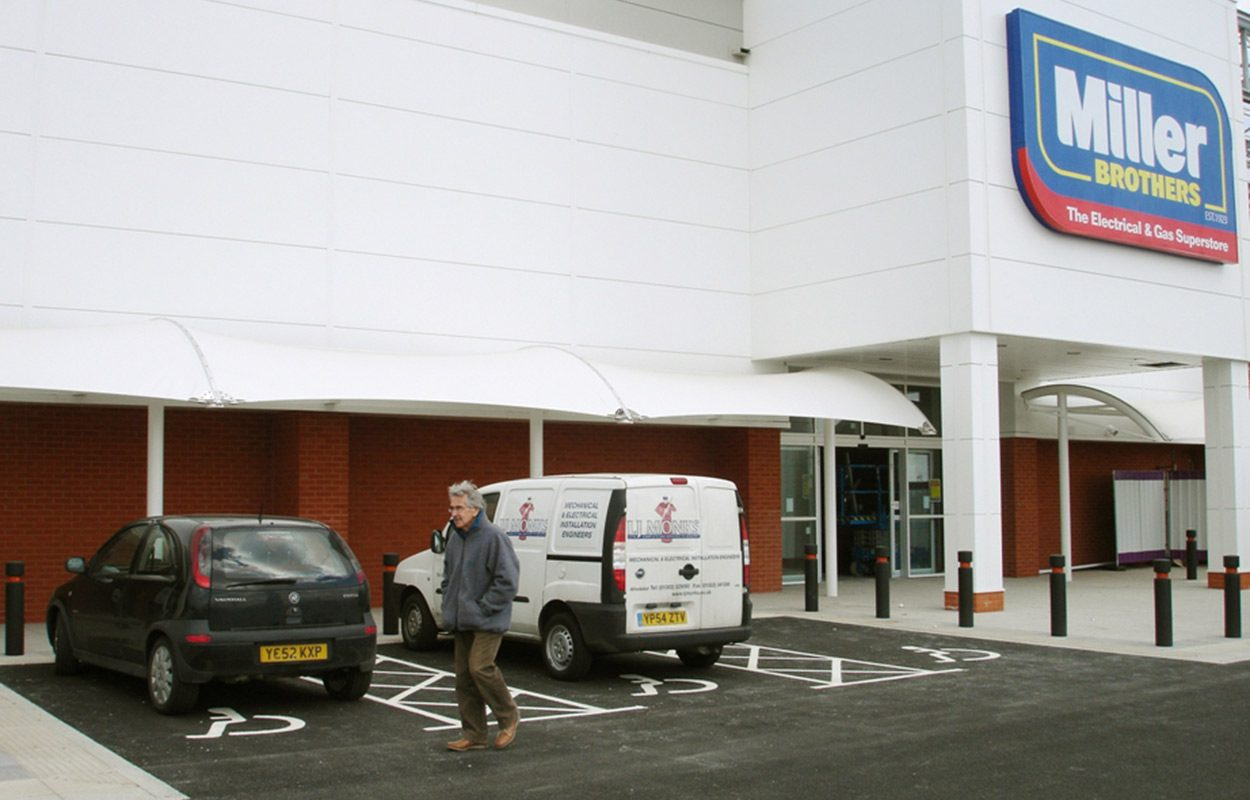 Junction-retail-park-tensile-covered-walkway-by-Fordingbridge-plc-2