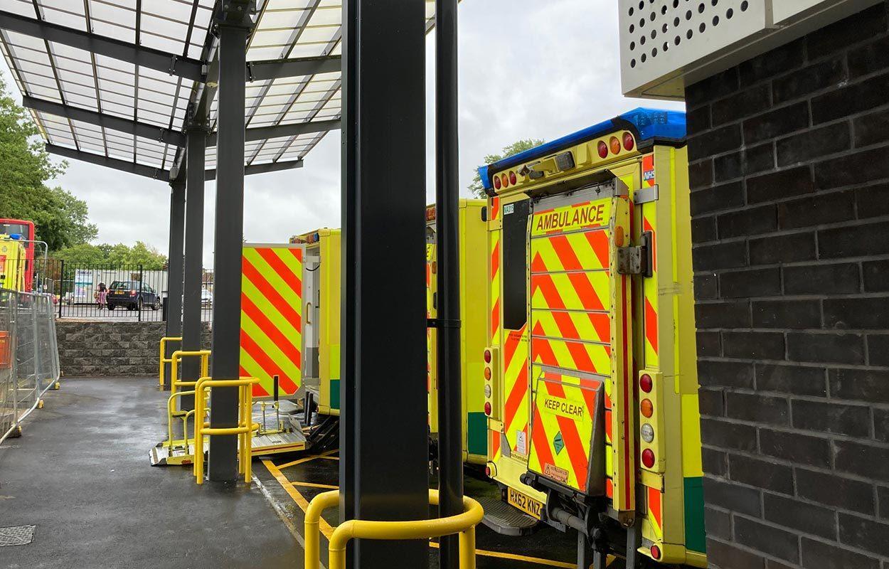Ambulance-canopy-at-John-Radcliffe-Hospital-by-Fordingbridge-4