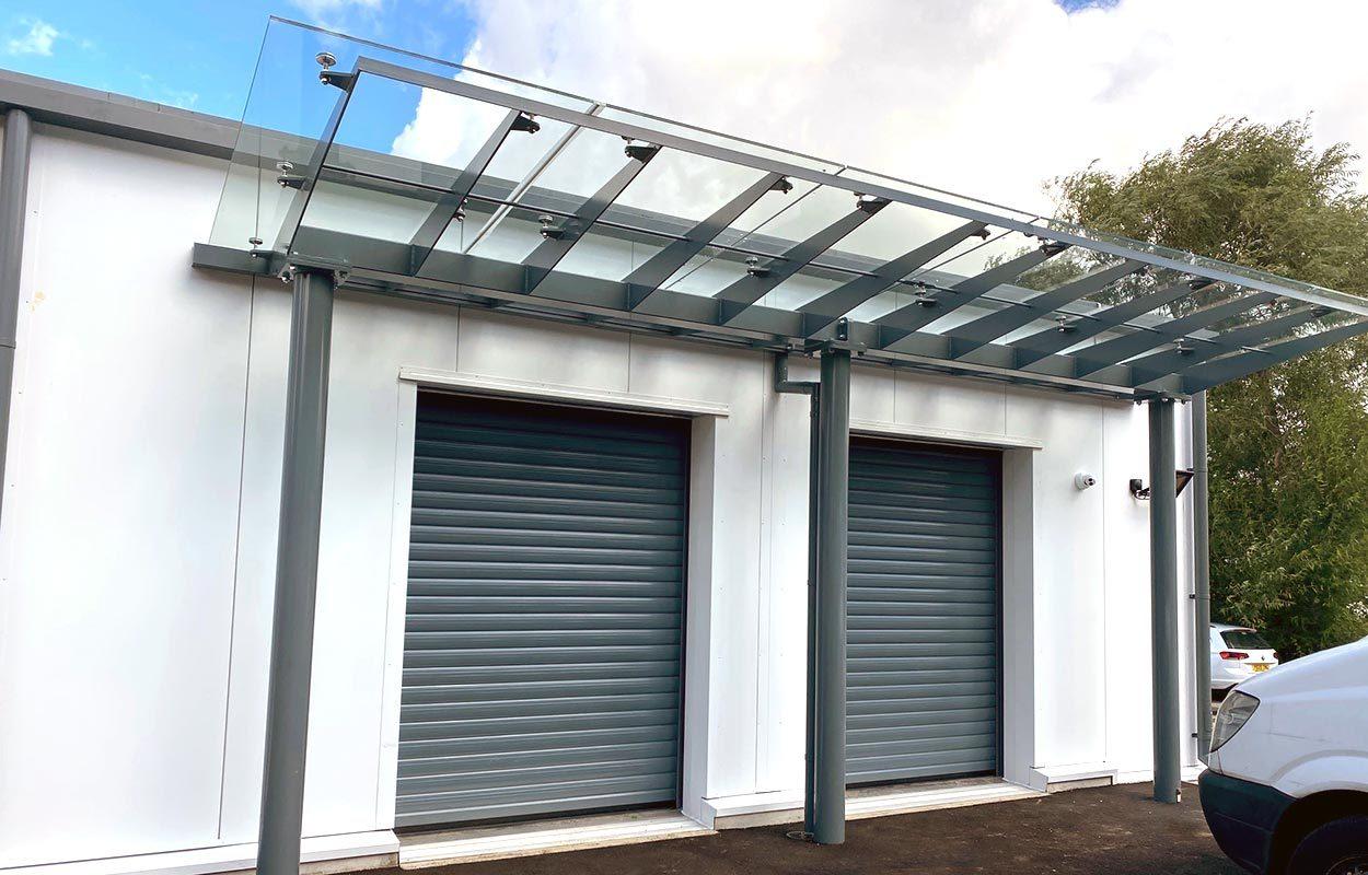 Stoke-Mandeville-Glass-entrance-canopies-by-Fordingbridge-2